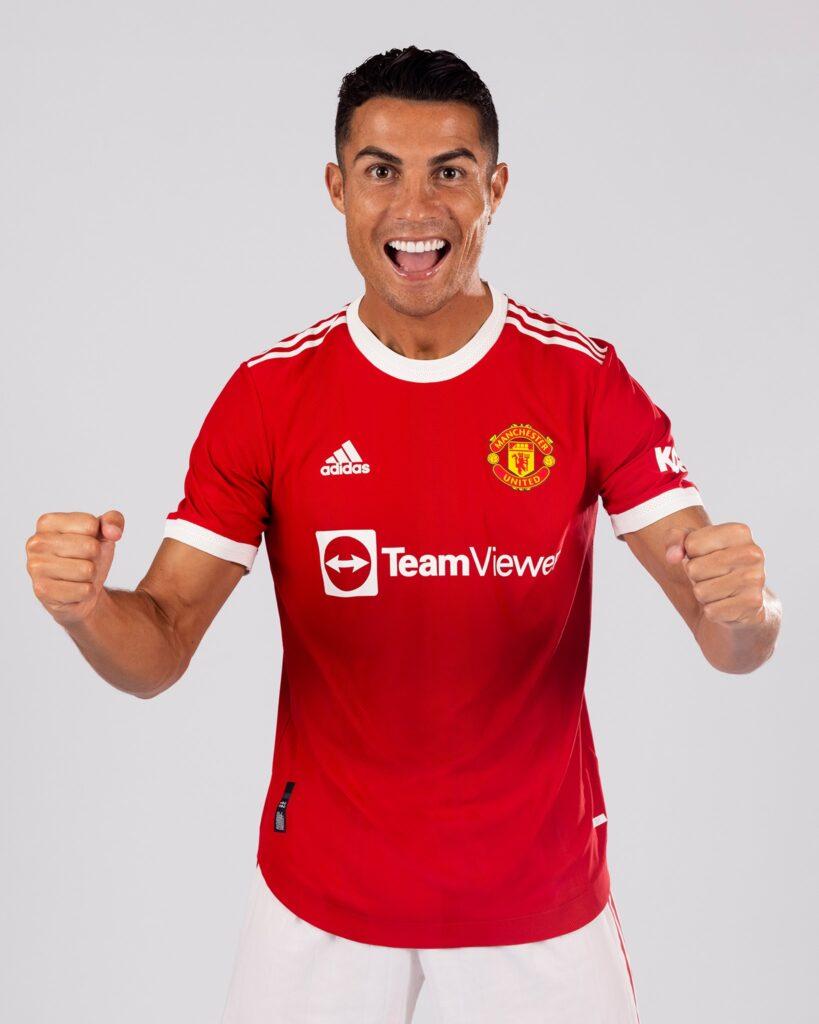 Cristiano Ronald Manchester United, Cristiano Ronaldo Signs for Manchester United